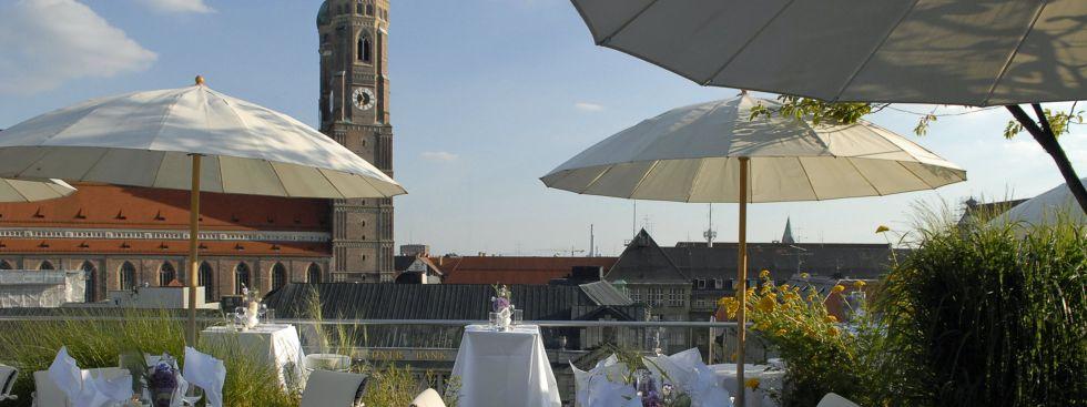 Der Ausblick von der Dachterrasse des Blue Spa im Bayerischen Hof