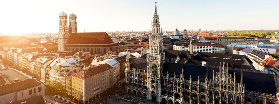 Das Münchner Rathaus in der Sonne