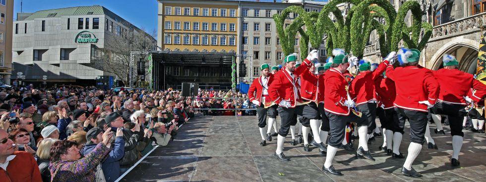 Tanz der Schäffler auf dem Münchner Marienplatz.