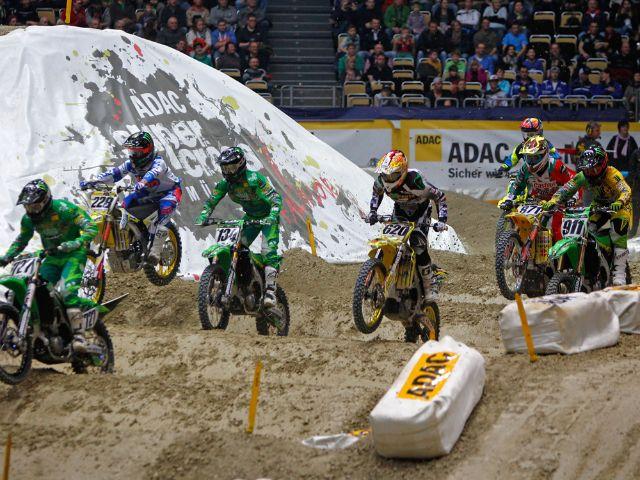 Laute Motoren, halsbrecherische Rennen und spektakuläre Sprünge in der Olympiahalle in München.