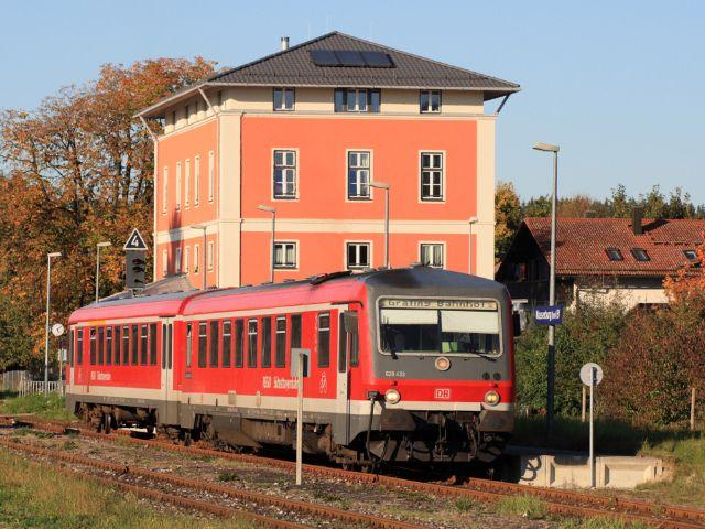 Filzenexpress bei der Abfahrt in Wasserburg (Inn) Bf nach Grafing Bahnhof, Foto: Deutsche Bahn AG