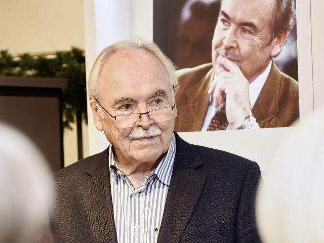 Ausstellung zur kunst des schlafens das offizielle for Dieter hanitzsch