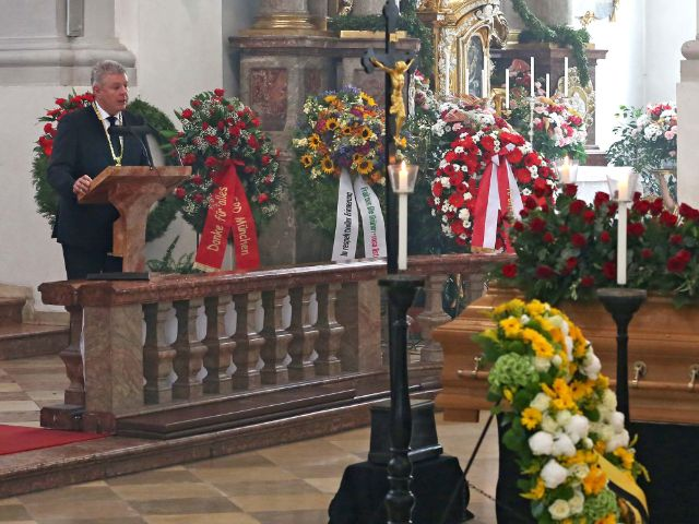 Impressionen von der Trauerfeier für Georg Kronawitter.