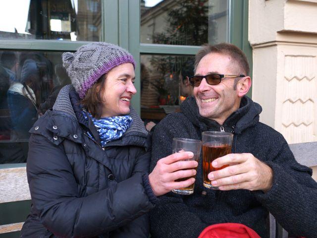 Petra und Thomas stoßen an, Foto: muenchen.de/ Dan Vauelle