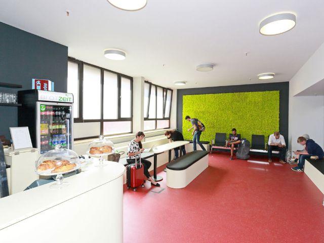 hauptbahnhof neuer warteraum f r reisende und besucher offen das offizielle stadtportal. Black Bedroom Furniture Sets. Home Design Ideas