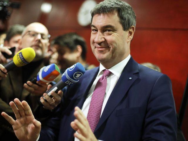 Markus Söder spricht mit den Medien, Foto: picture alliance / AP Photo