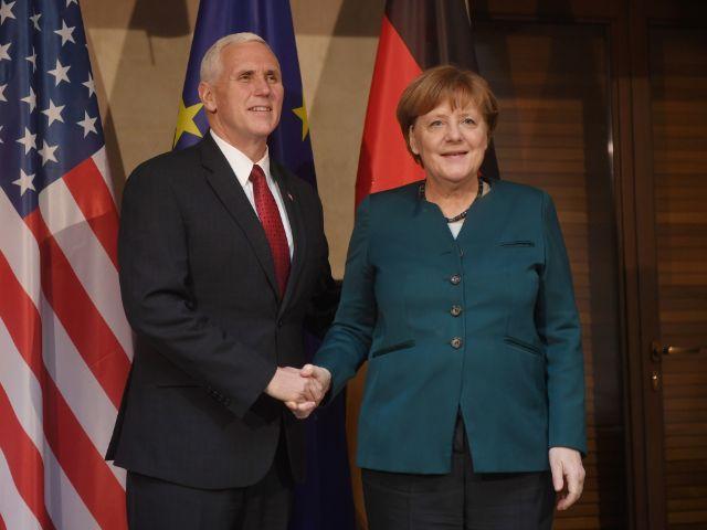 Bundeskanzlerin Angela Merkel und US-Vizepräsident Mike Pence kommen am 18.02.2017 in München bei der Münchner Sicherheitskonferenz im Hotel Bayerischer Hof zu bilateralen Gesprächen zusammen. , Foto: dpa