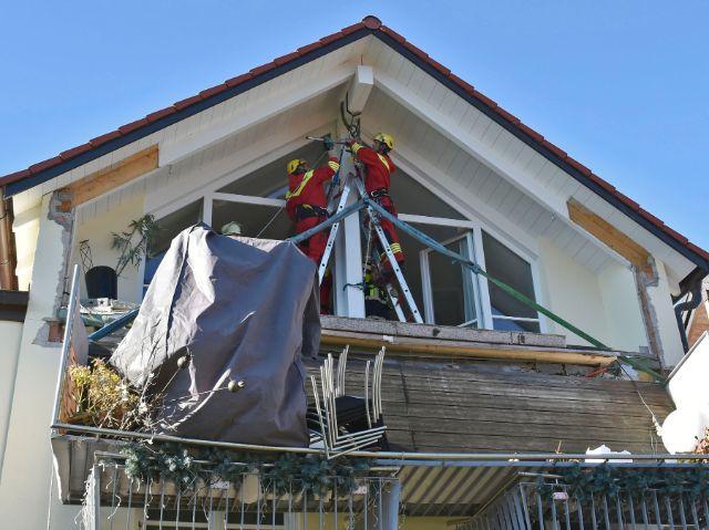 balkon in obergiesing st rzt vom zweiten auf den ersten stock das offizielle stadtportal. Black Bedroom Furniture Sets. Home Design Ideas