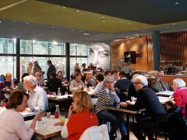 Die neu eingerichtete Café-Bar-Brasserie in der Kunsthalle München, Foto: muenchen.de/Dan Vauelle