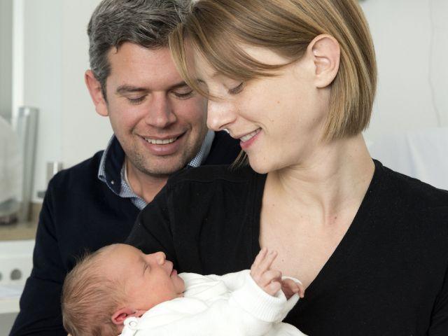 Annabell mit ihren Eltern., Foto: Klinikum der Universität München