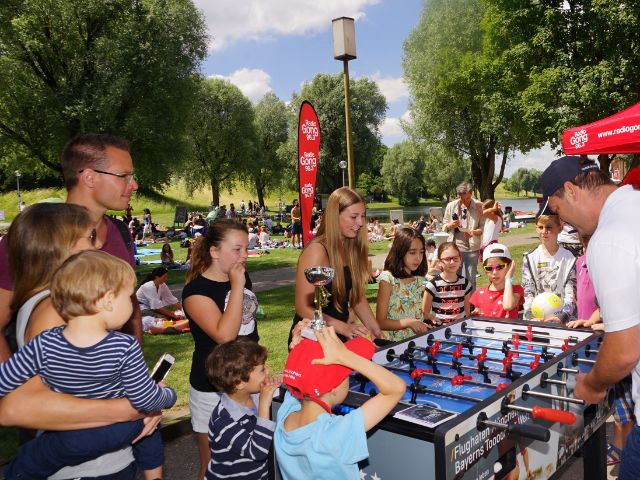 Leute spielen Tischkicker, Foto: muenchen.de/Dan Vauelle