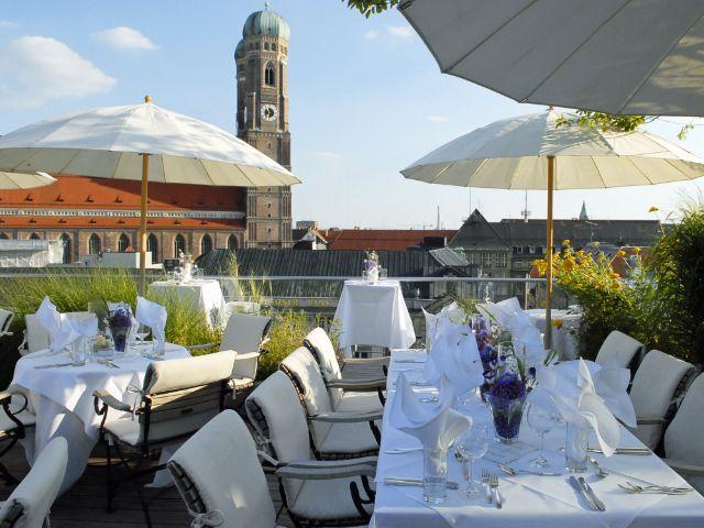 Der Ausblick von der Dachterrasse des Blue Spa im Bayerischen Hof, Foto: Hotel Bayerischer Hof