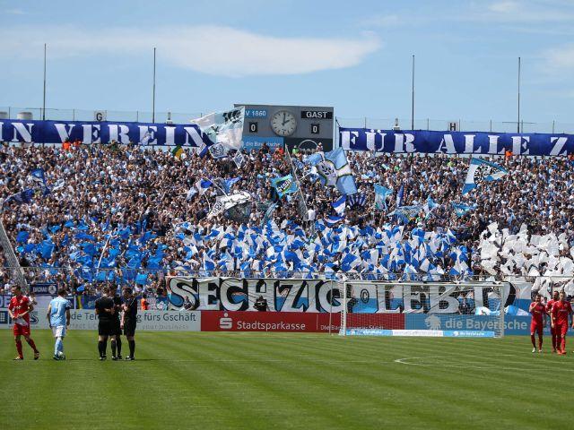 Die Fankurve des TSV 1860 München im Grünwalder Stadion, Foto: TSV 1860 München
