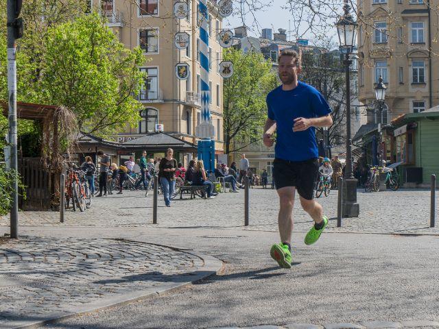 Christof joggt am Wiener Platz, Foto: muenchen.de/Lukas Fleischmann