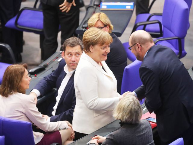 Angela Merkel nach ihrer Wahl zur Bundeskanzlerin, Foto: dpa