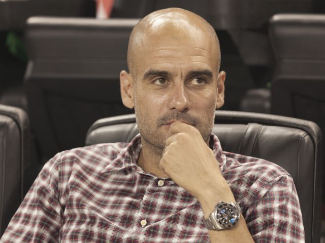 Pep Guardiola bei Pressekonferenz, Foto: lev radin / Shutterstock.com