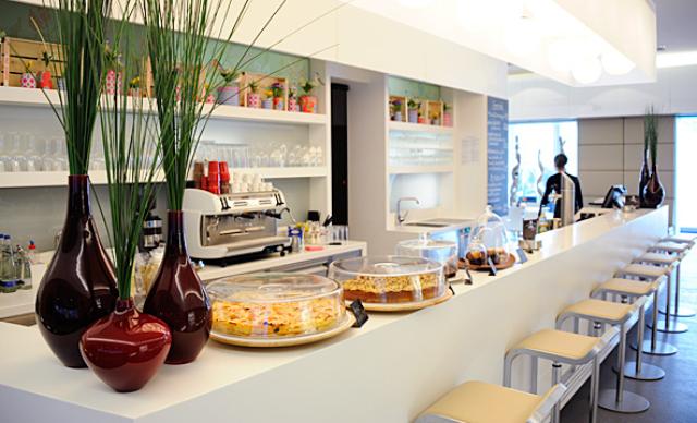 BMW Restaurants und Shops: M1 Café Bar