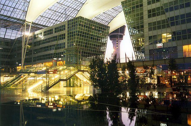 Shopping und Gastronomie am Flughafen München, Foto: Dr. Werner Hennies