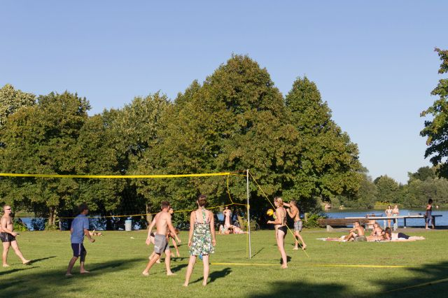 Volleyball am Fasaneriesee, Foto: Katy Spichal