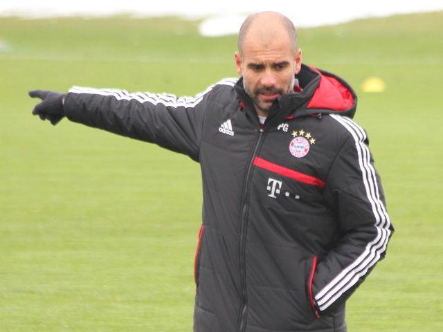 FC Bayern Trainer Pep Guardiola gibt Anweisungen beim Training, Foto: Immanuel Rahman