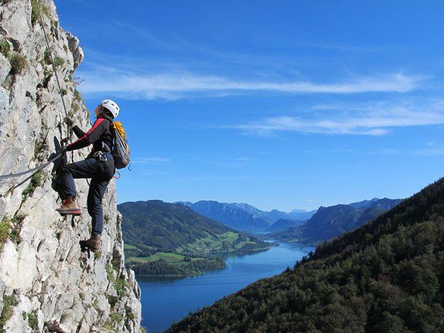 Kletterer an einer Felswand