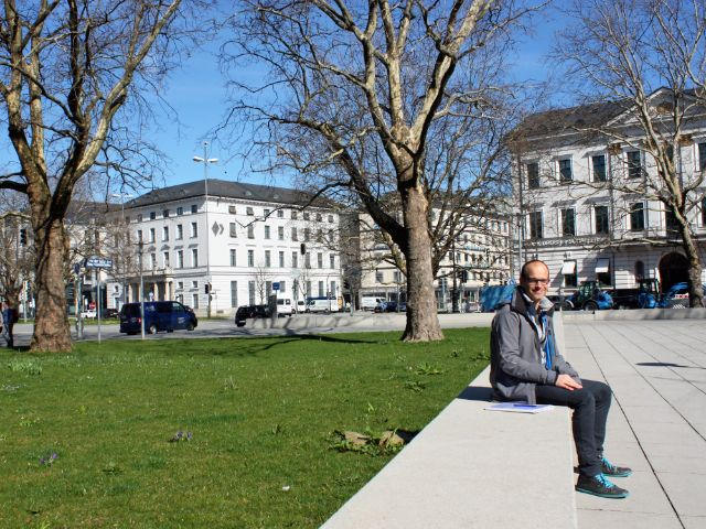 Besondere Orte zum Sonnen in München: Platz der Opfer des Nationalisozialismus