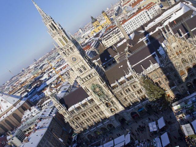 Blick vom Alten Peter auf das Neue Rathaus auf dem Marienplatz, Foto: Katy Spichal