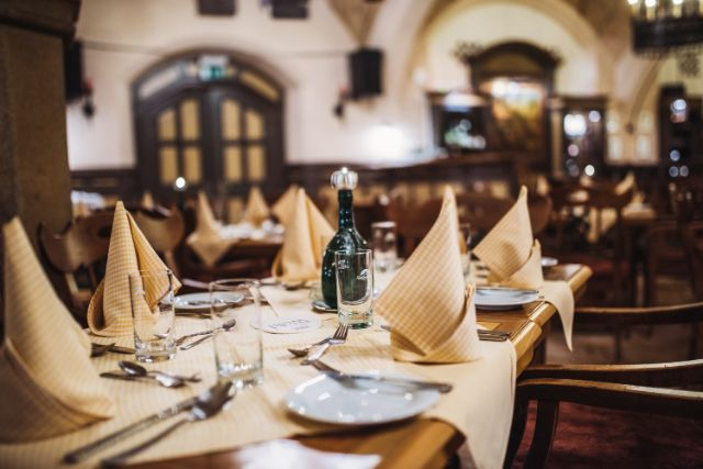 Gedeckter Tisch im Ratskeller, Foto: Ratskeller