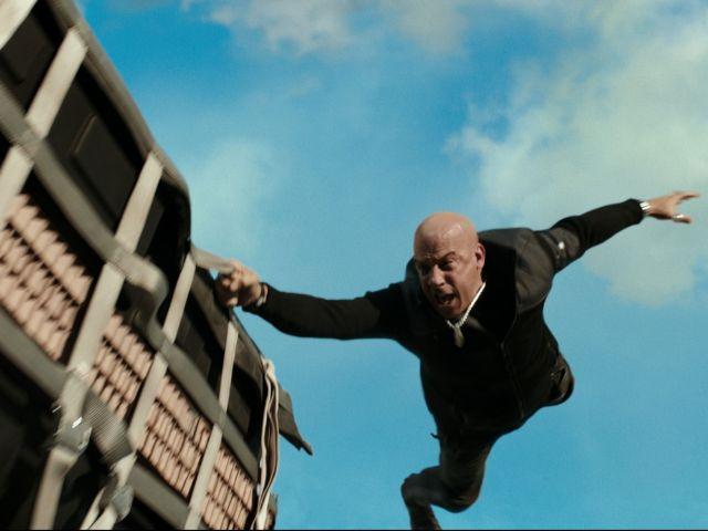 Xander Cage (Vin Diesel) fliegt durch die Luft