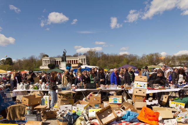 Verkaufsstände auf dem Riesenflohmarkt 2012, Foto: Katy Spichal