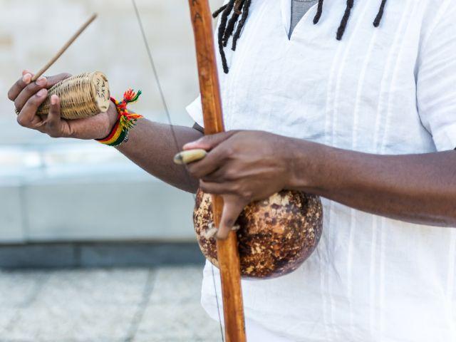 Brasilianisches Musikinstrument Berimbau, Foto: Gergely Zsolnai / Shutterstock.com