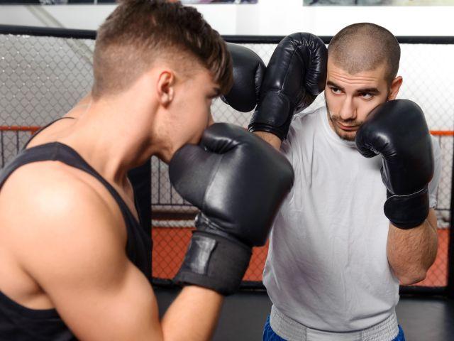Boxer beim Sparring, Foto: IAKOBCHUK VIACHESLAV / Shutterstock.com