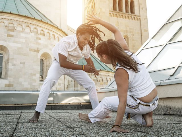 Capoeira auf Dach, Foto: Gergely Zsolnai / Shutterstock.com