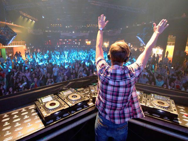 DJ auf Party