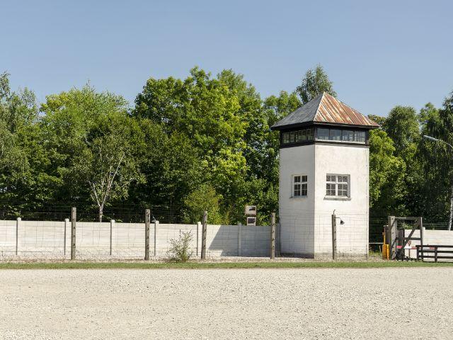 Wachturm auf der KZ Gedenkstätte Dachau