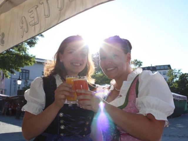 Zwei Frauen auf der Viktualienmarkt Probiertour, Foto: Spurwechsel