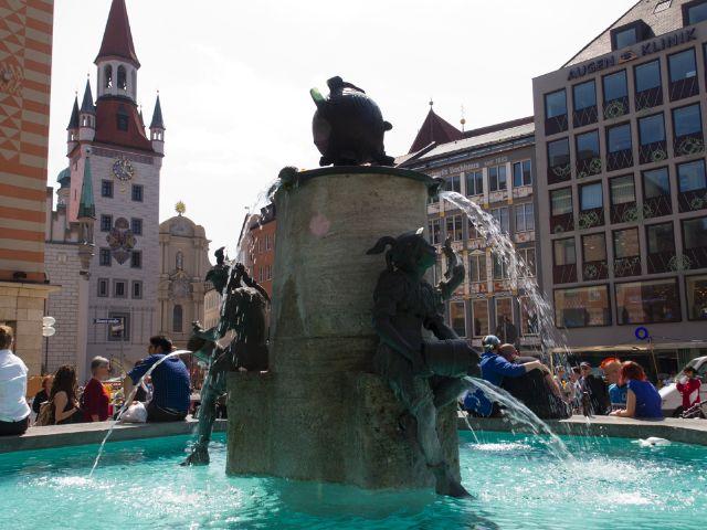 Marienplatz München Fischbrunnen, Foto: Katy Spichal