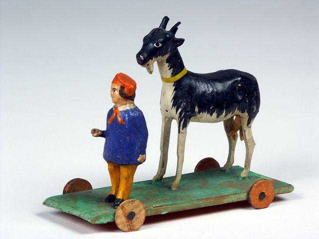 """Spielzeug aus der Dauerausstellung """"Spielten damit wirklich Kinder?"""" aus dem Bayerischen Nationalmuseum."""