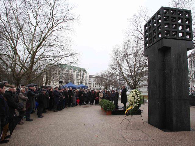 Kranzniederlegung am Platz der Opfer des Nationalsozialismus, Foto: LHM