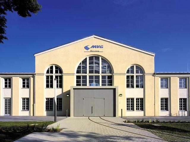 Das MVG Museum in München von außen an einem sonnigen Tag., Foto: MVG