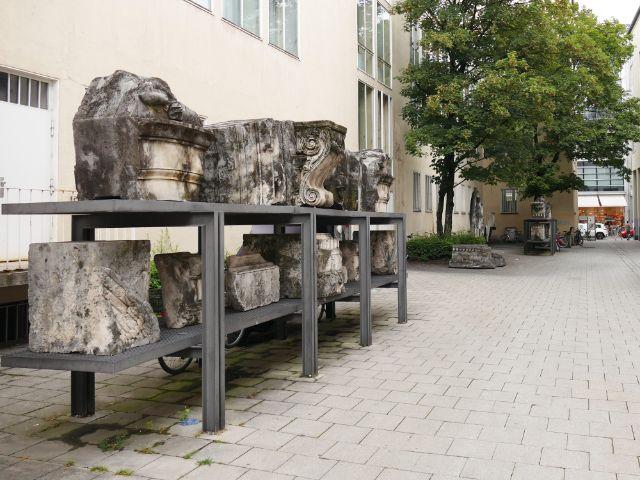 Überreste des im 2. Weltkrieg zerstörten Siegestors liegen in der Nieserstraße, Foto: muenchen.de/Mark Read