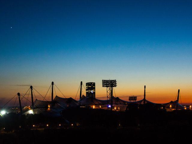 Das Olympiastadion in einer Sommernacht, Foto: muenchen.de/Michael Hofmann