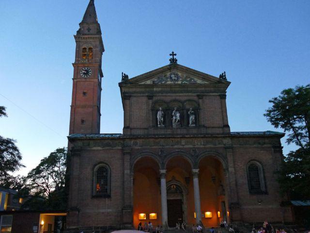 Sonnenuntergang an der St.-Ursula-Kirche, Foto: muenchen.de/Mark Read