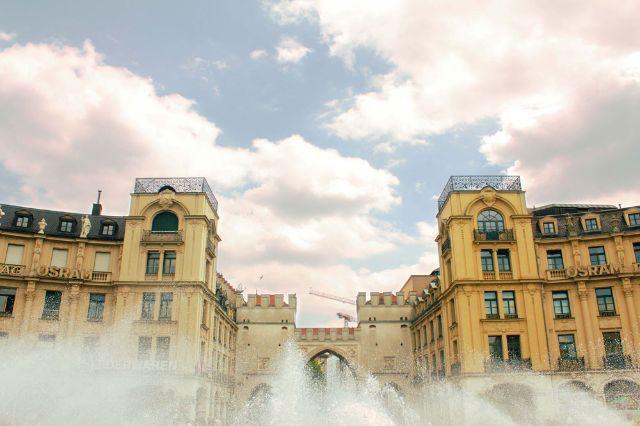 Karlsplatz Stachus mit Brunnen