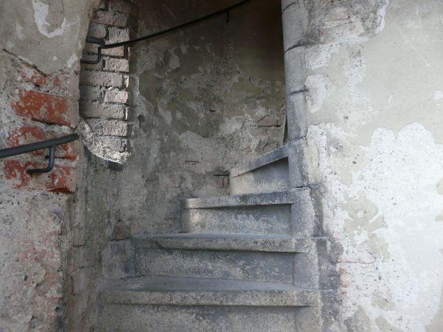 Die marode Treppe der Wiesnkirche St. Paul in München, Foto: Melina Pfeffer