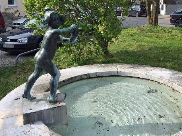 Holländerin-Brunnen in der Hollandstraße