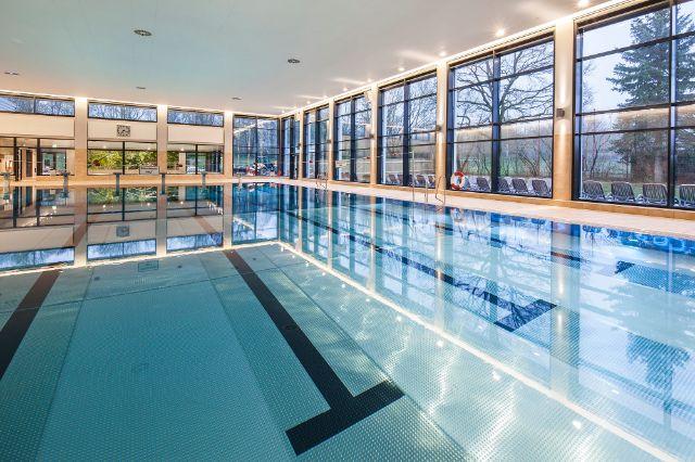 Menschenleeres Schwimmbecken im Hallenbad Giesing-Harlaching, Foto: SWM, Robert Götzfried