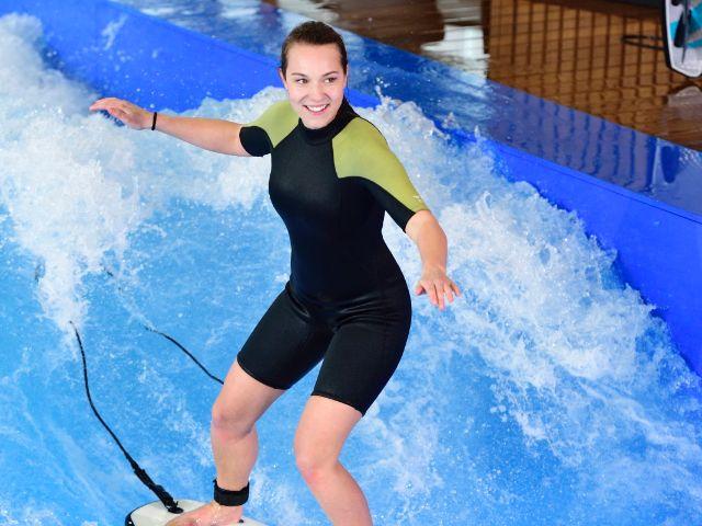 Surfen in der Jochen Schweizer Arena, Foto: M-net