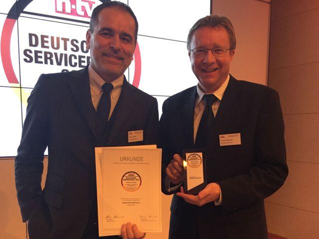 Stefan Tauber (Geschäftsführer Kundenservice, links) und Andreas Brunner (Leiter Marketing und Kommunikation, rechts) haben den Preis stellvertretend in Berlin entgegengenommen, Foto: SWM