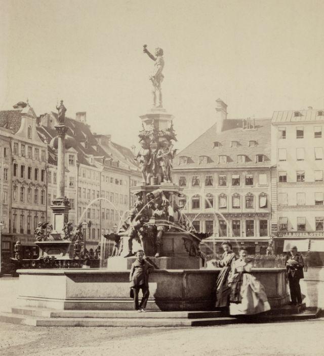 1870 Fischbrunnen auf dem Marienplatz, Foto: Stadtarchiv München/Wein-0426